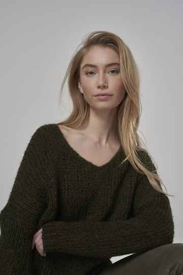 AW22 Simple  Sascha V-neck knit mohair knitted sweater
