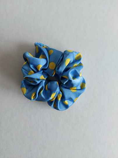 Dots scrunchie | blue yelllow
