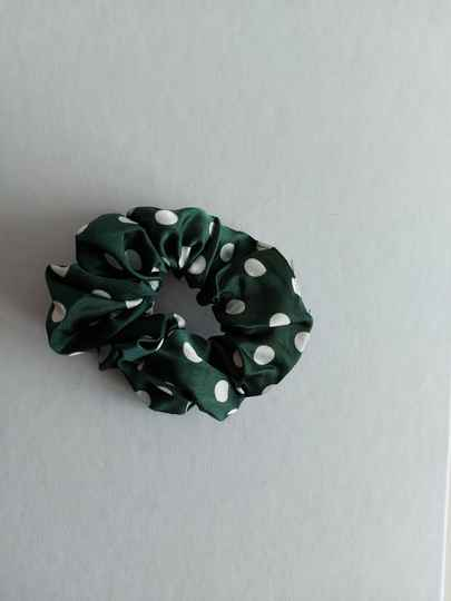 Dots scrunchie | green white