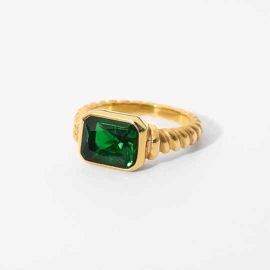 Vintage look ring   gold green