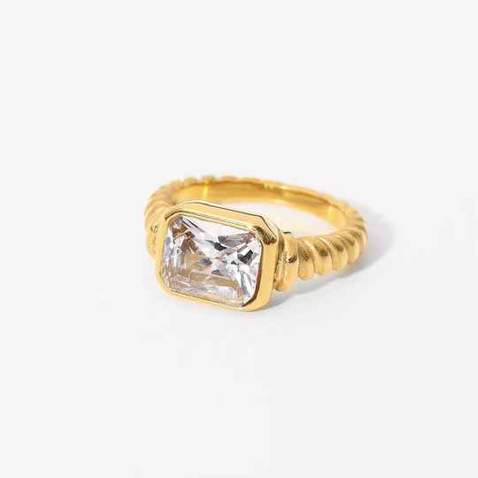 Vintage look ring   gold white