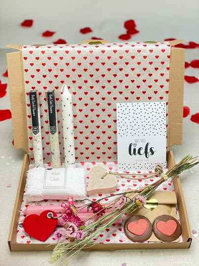 Box 4 - Extra large 'I love you to the moon and back'