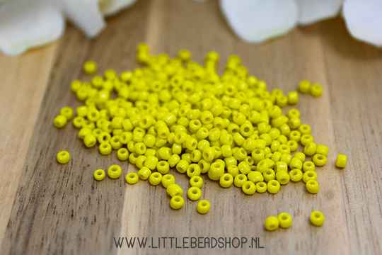 Rocailles Bright Yellow 2mm, 15 gram - RC044