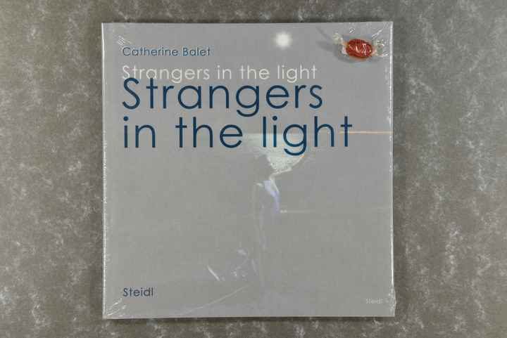 Balet,  Catherine  -  Strangers in the Light: Catherine Balet  new in plastic!