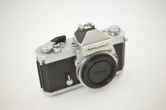 Nikon  -  Nikkormat FT2 chrome body ser.nr.5287727