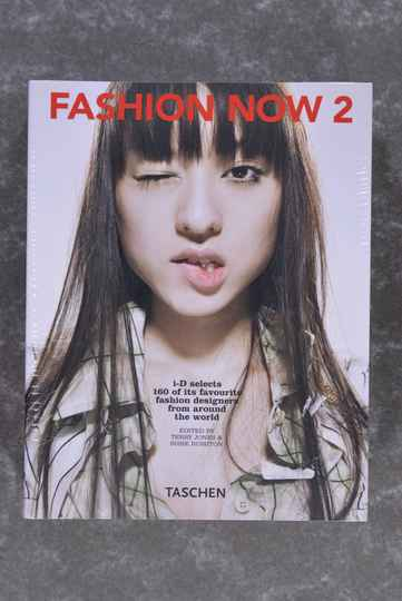 Rushton, Susie / Jones, Terry  -  Fashion Now 2     (New in plastic!)