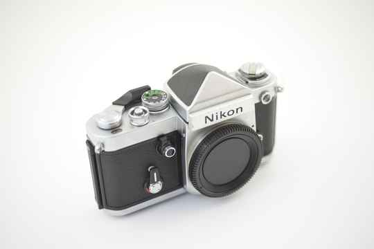 Nikon  -  Nikon F2 body chrome with eye level finder DE-1 ser.nr.7633853
