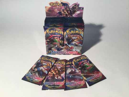 Pokemon • Booster Pack • Sword & Shield