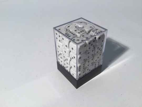 Gaming Dice • Dobbelsteentjes • box 36 st • 12mm • white/black