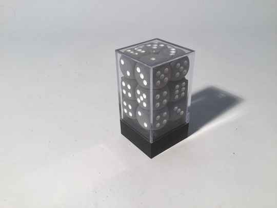 Gaming Dice • Dobbelsteentjes • box 12 st • 16mm • smoke/white