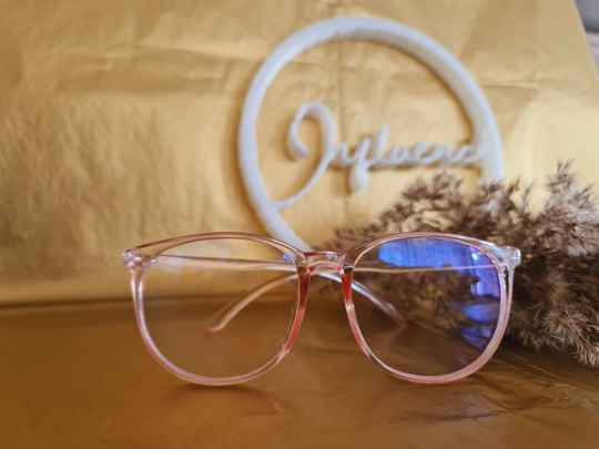 The bold and pink beautifull babe Glasses