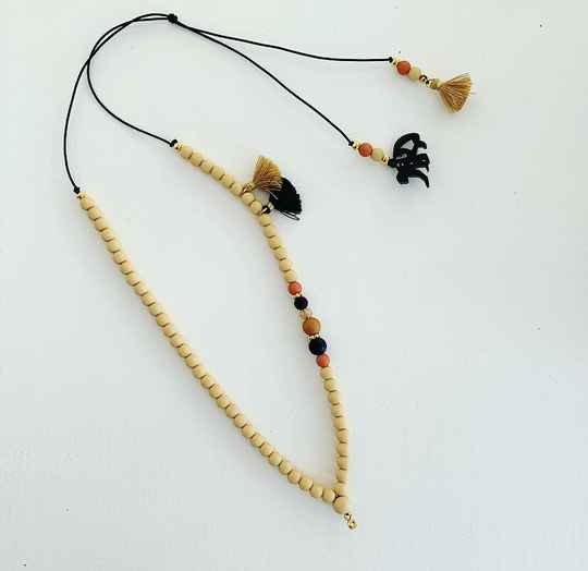 Ketting  |  Wooden chique