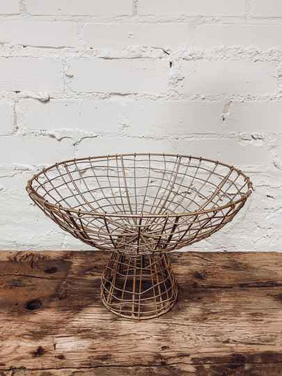Madam Stoltz - Iron Basket With Stand Gold