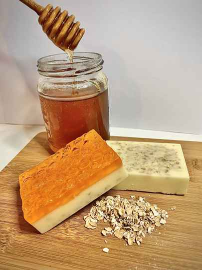 Natural Honey and Oats Honeycomb Soap 110g - Handcrafted