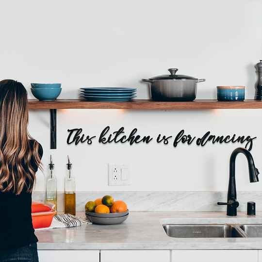 """Metalen letters """"This kitchen is for dancing"""""""