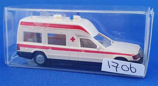 Wiking 07018 - MB 230 TE ambulance (1706)