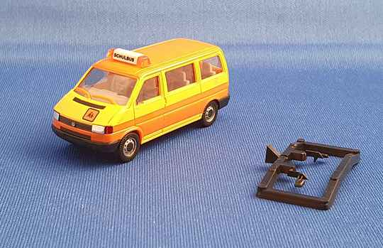 """Herpa 041652 - VW T4 Caravelle - """"Schulbus"""" (1660)"""