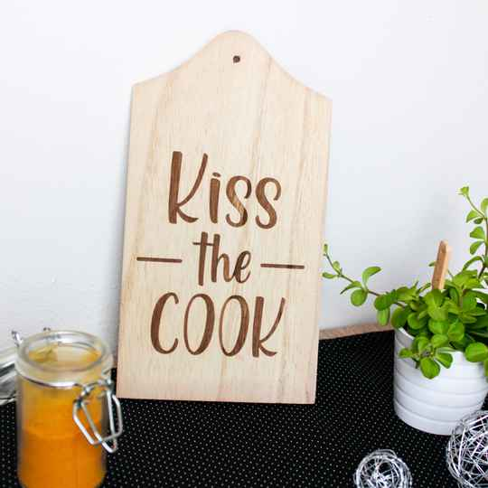 """Holzbrettchen """"Kiss the COOK"""""""