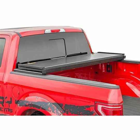 """Harde bedovertrek tri-fold Rough Country 5' 5"""" Ford F150 (2015 tot 2020)"""