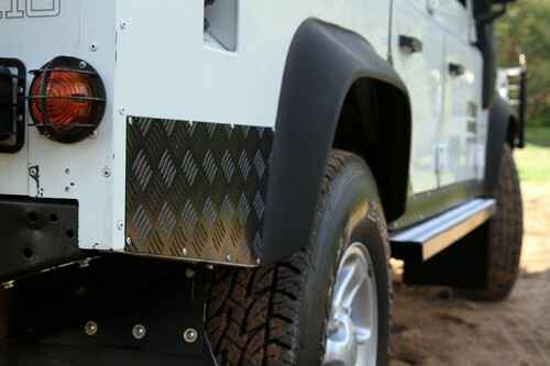Land Rover Defender 110 (1983-2016) Sill Protector / Black - by Front Runner