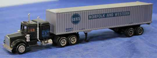 Herpa 1/87 Chevrolet Bison HDT truck with Norfolk and Western container.