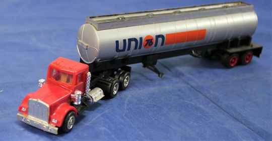 Herpa 1/87 Chevrolet Bison truck with UNION 76 tank trailer.