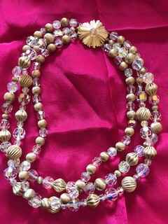 Beatiful La Marquise Crystal and Gold Tone Rigded 3 Sting Necklace