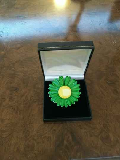 1950s Pretty Metal Green and Yellow Flower Brooch