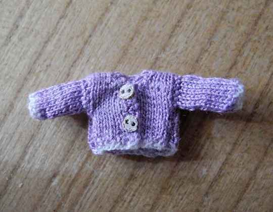 Lila vest met witte randen - Lilac cardigan with white borders. 1-48
