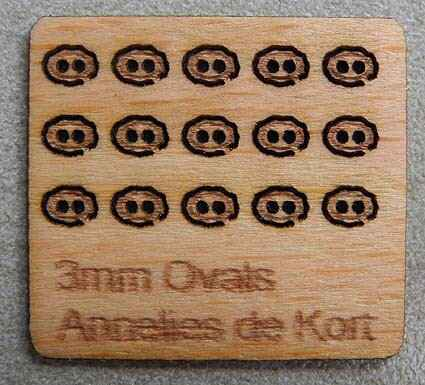 Houten knopen, ovaal 3 mm. - Wooden buttons, oval 3 mm. -