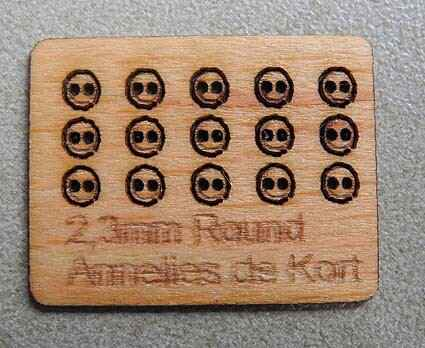 Houten knopen, rond 2,3 mm. - Wooden buttons, round 2.3 mm