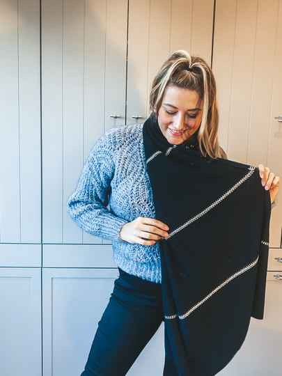 SJAAL : Black with a gold touch