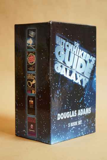 The Hitchhiker's Guide To The Galaxy Boxset - Douglas Adams