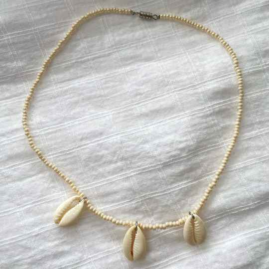 Beige shell necklace