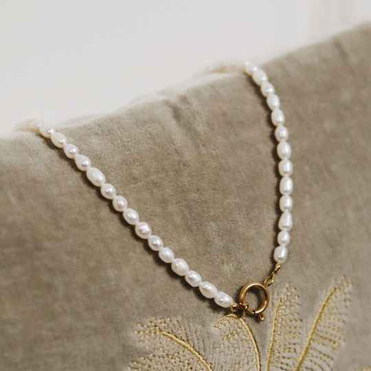Golden pearl necklace small