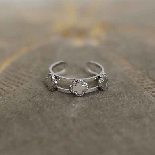Silver four leave ring
