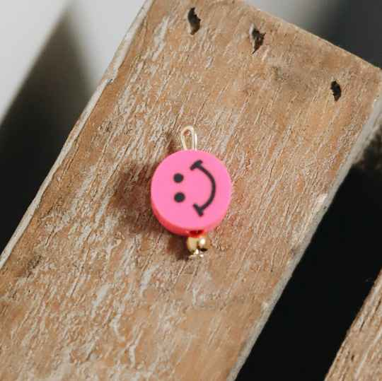 Fluorpink smiley charm