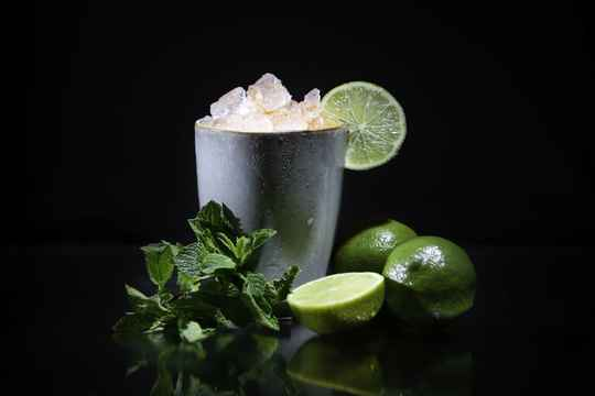 KIDS/VIRGIN MOJITO mocktailbox - 4x ready-to-serve zoete, klassieke mocktail