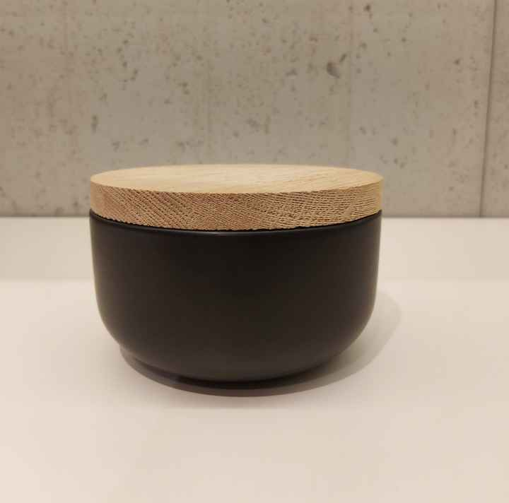 Wow VVD-pottery small low ceramic black ø15 / oak lid 1572