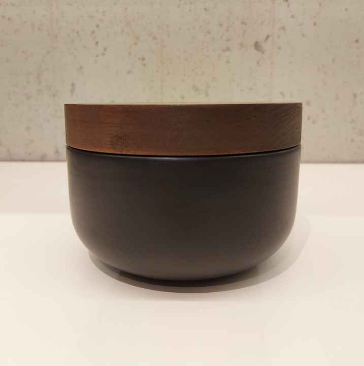 Wow VVD-pottery small low ceramic black ø15 / walnut lid 1573