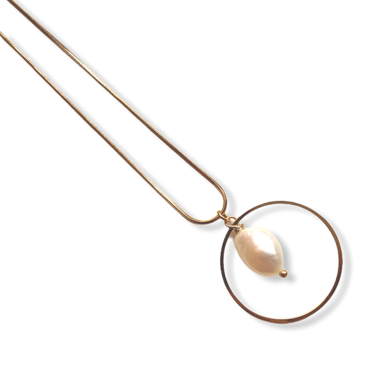 Pearl in Circle Necklace