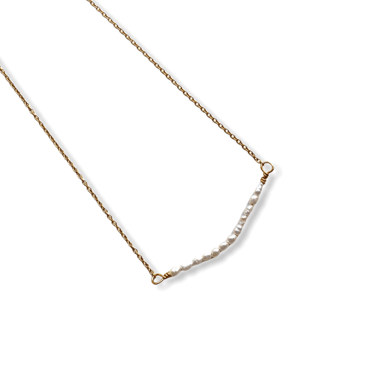 Tiny Pearls Necklace