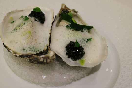 Oesters in de oven met champagne saus