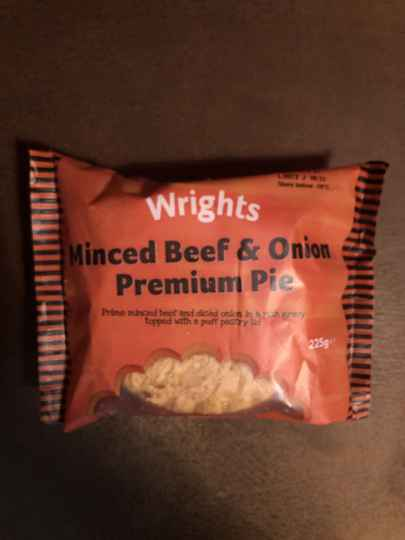 Wrights minced beef & onion pie