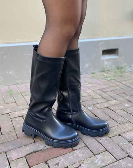High leather boots black