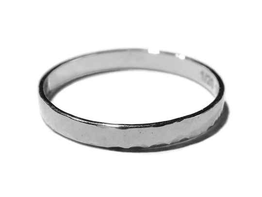 stackring silver 2,25 mm hammered RSS4