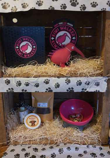 Kiwi Walker Giftbox Play and Eat Pink/Red