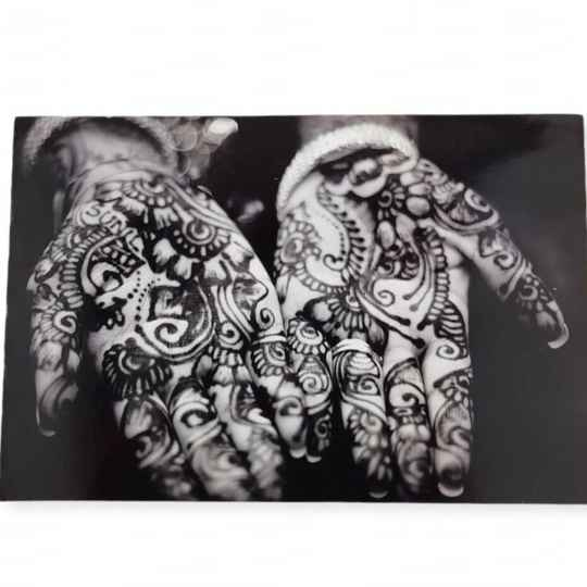 The Style Hunter Hands Henna