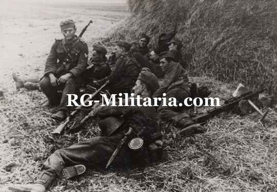 Press photo - German soldiers resting, Russia (1943)