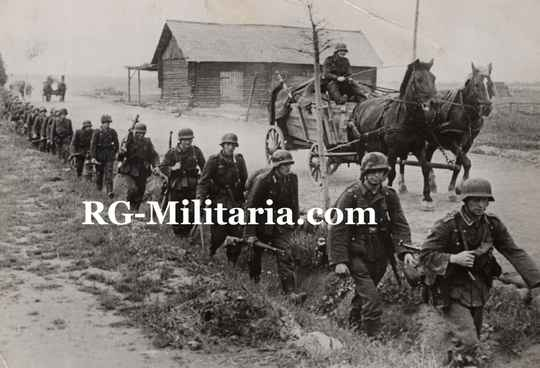 Press photo - German soldiers walking in a ditch, Russia (1943)